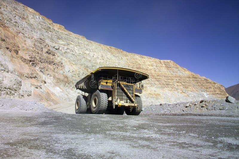 Reusachtige mijnbouwvrachtwagen royalty-vrije stock afbeelding