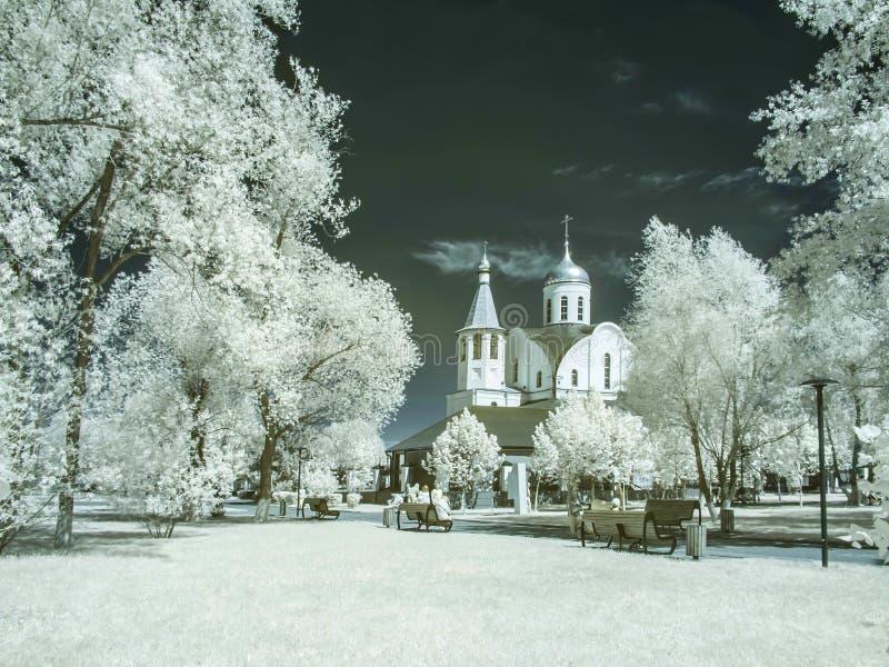 Reutov Kyrka av den Kazan modern av guden Infrarött fotografi royaltyfria bilder