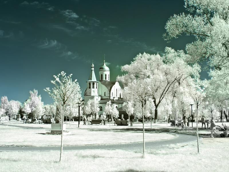 Reutov Kyrka av den Kazan modern av guden Infrarött fotografi royaltyfri fotografi