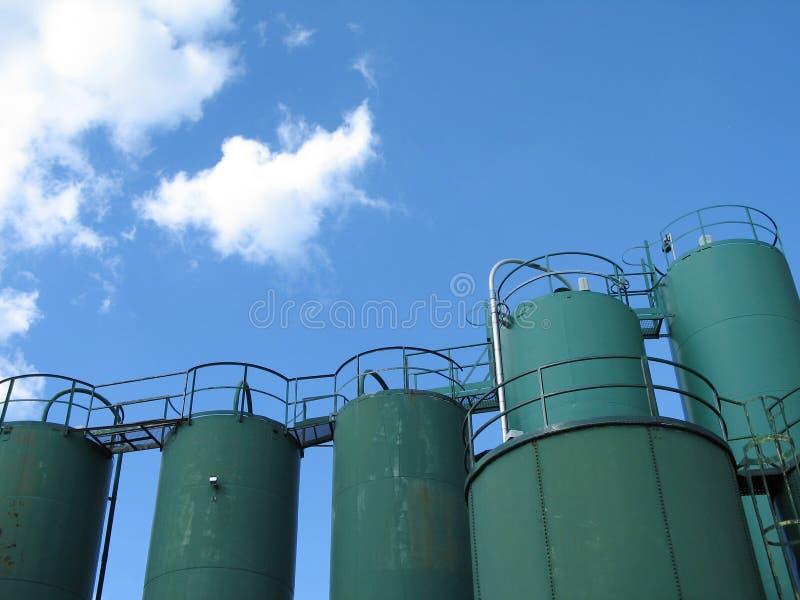 Reuze groene containers royalty-vrije stock afbeelding