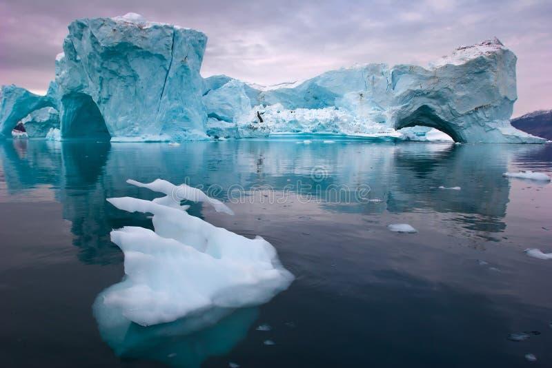 Reuze ijsbergen stock foto