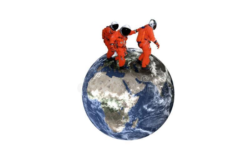 Reuze lopende astronauten op de Aardeplaneet stock afbeelding