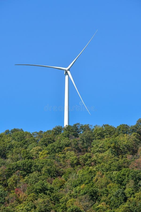 Reuze windturbine royalty-vrije stock afbeelding