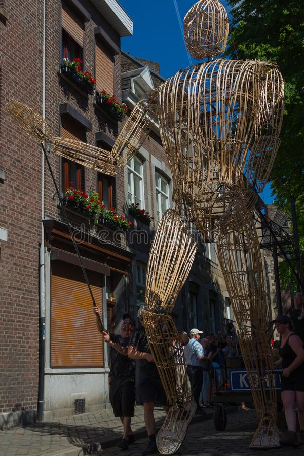 Reuzecontios van België die in de straten van Maastricht dansen royalty-vrije stock foto