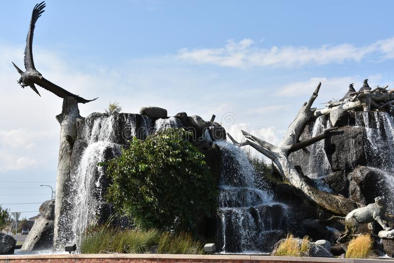 Reuzeeagle waterfall nest in de Dalingen van Idaho stock foto's