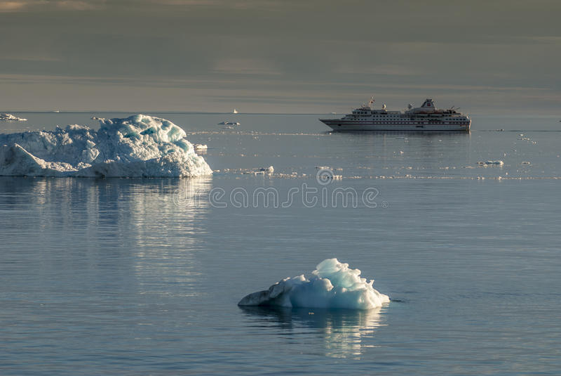 Reuzeijsbergen van Disko-Baai royalty-vrije stock foto