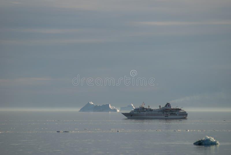 Reuzeijsbergen van Disko-Baai stock foto