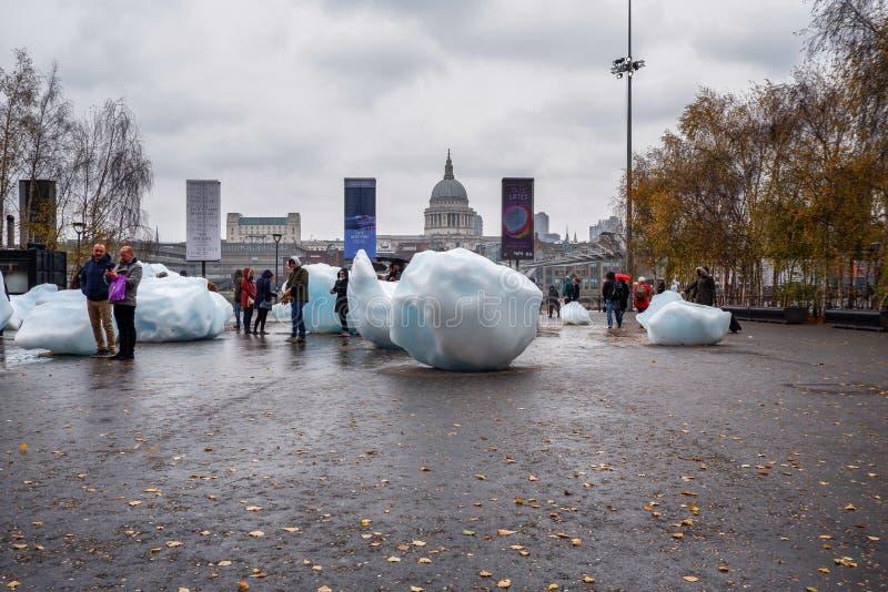 Reuzeijsblokken in Londen stock foto