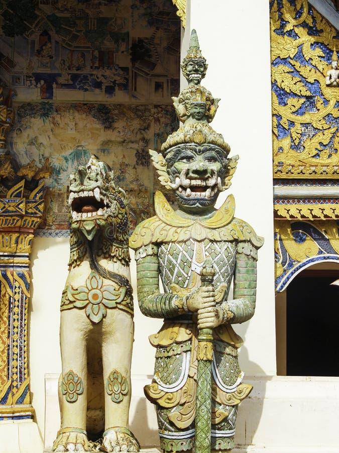 Reuzen Thaise Tempel royalty-vrije stock afbeeldingen