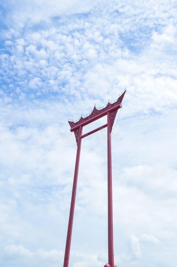 Reuzeschommelingssao het ching cha op hemel en wolken in Thailand royalty-vrije stock foto