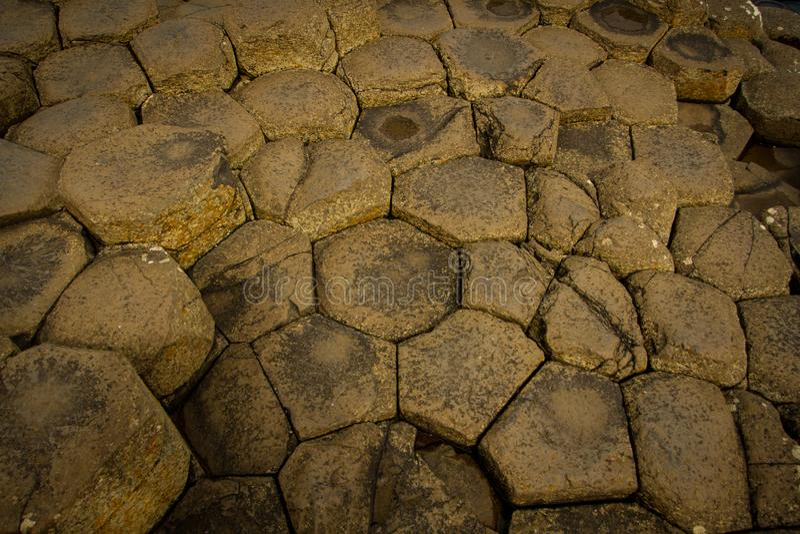 Reuzeverhoogde weg octogonal stenen stock afbeeldingen