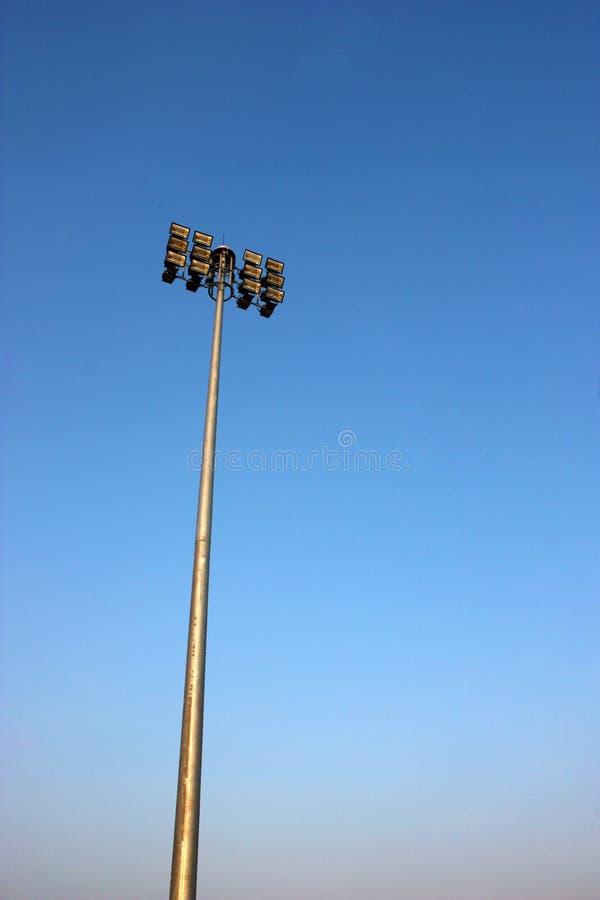 Revérbero isolado no céu azul fotografia de stock