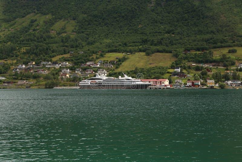 Revêtement dans le port vieux, Norvège image libre de droits