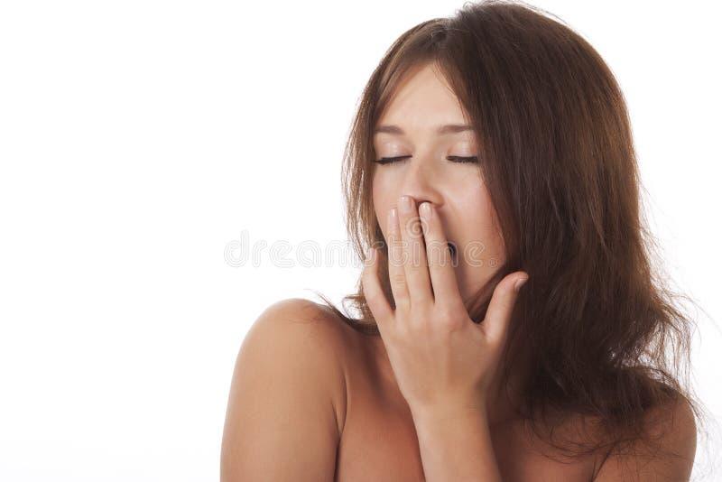 Revêtement de jeune femme sa bouche et bâillement photos libres de droits