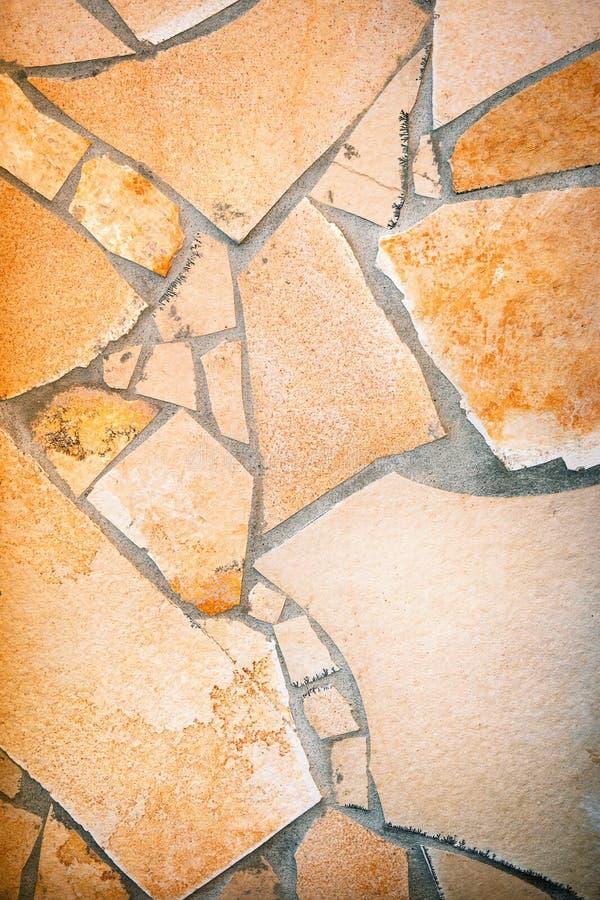 Revêtement de mur avec pierre à macadam photos stock
