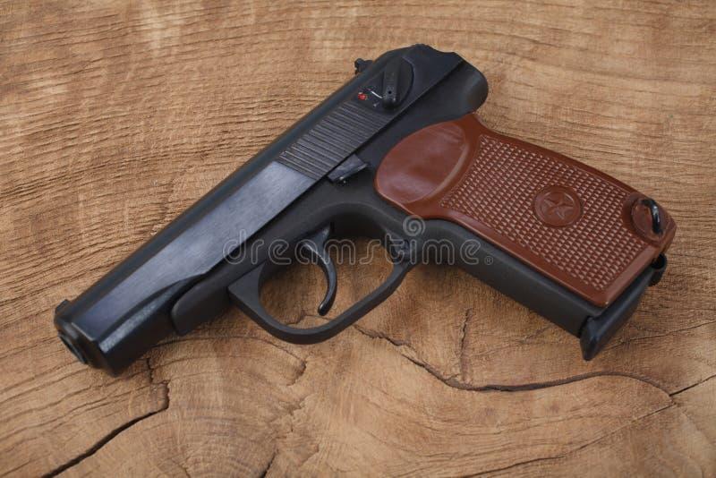 revólver do russo de 9mm imagens de stock royalty free