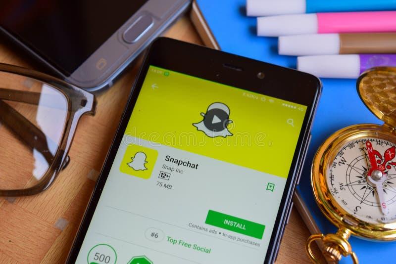 Revelador app de Snapchat en la pantalla de Smartphone fotos de archivo