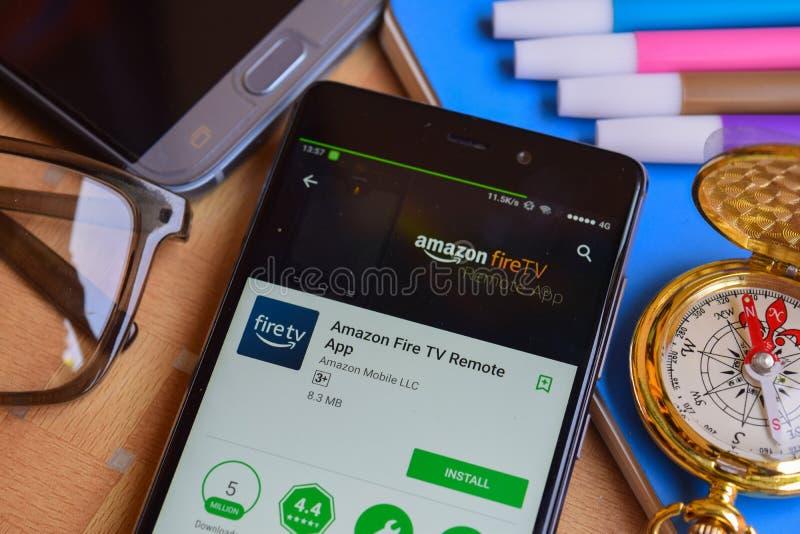 Revelador app del App del telecontrol del fuego TV del Amazonas en la pantalla de Smartphone foto de archivo libre de regalías