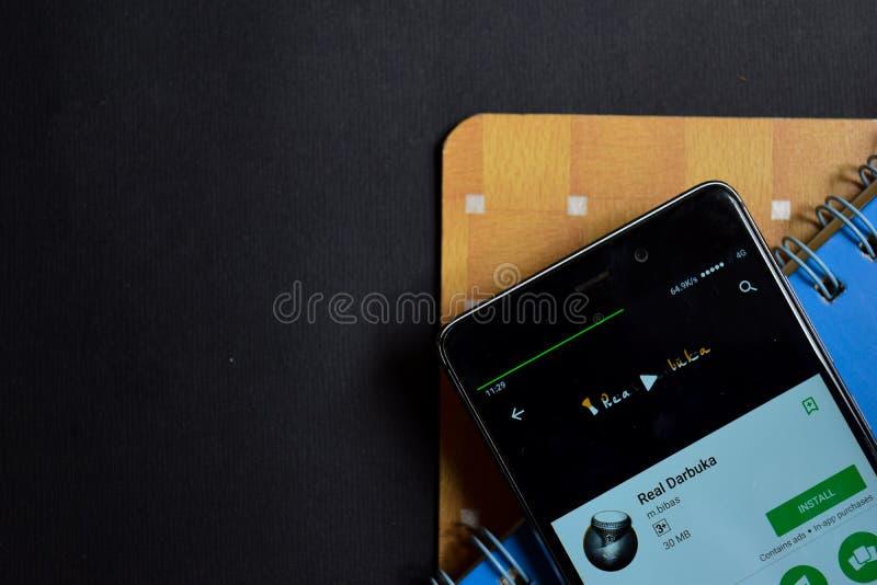 Revelador real app de Darbuka en la pantalla de Smartphone imagenes de archivo