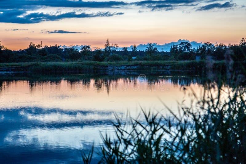 Rever sikt, Lettland, soluppgång, beatyfull, himmel, sol arkivfoton