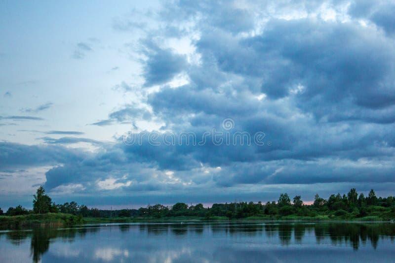 Rever sikt, Lettland, soluppgång, beatyfull, himmel, sol royaltyfri fotografi