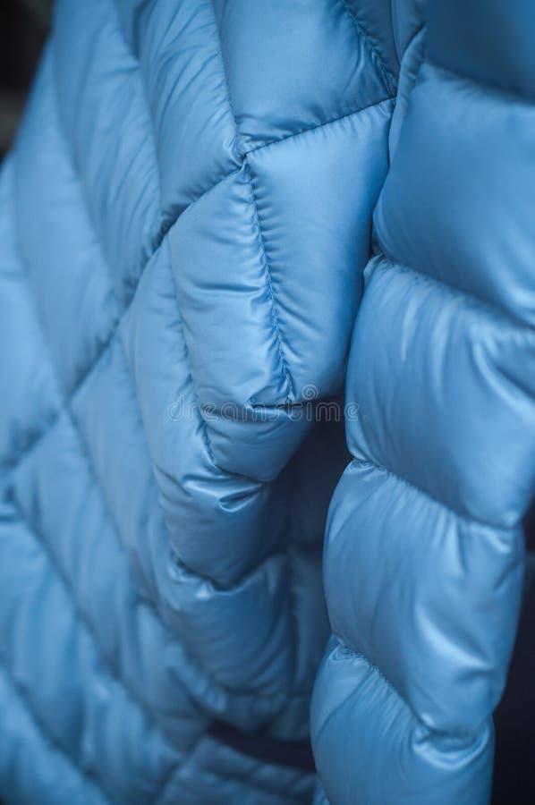 Revestimento azul do inverno na sala de exposições da loja da forma imagem de stock