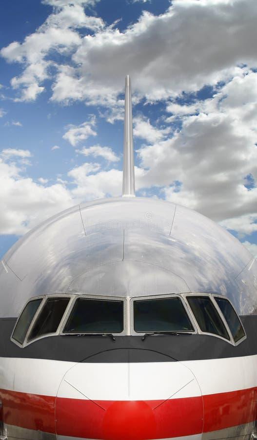 Revestimento do avião de passageiros do jato para a frente fotos de stock royalty free