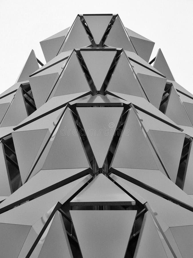 Revestimento na construção de aço moderna geométrica fotografia de stock royalty free
