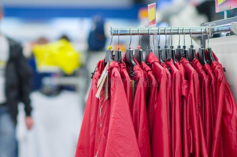 Download Revestimentos E Vestes Do ósmio Da Variedade Em Carrinhos Foto de Stock - Imagem de indicador, forma: 26507374