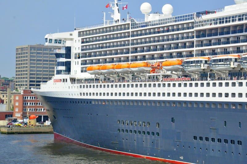 Revestimiento marino famoso de los mundos de Queen Mary 2 fotografía de archivo