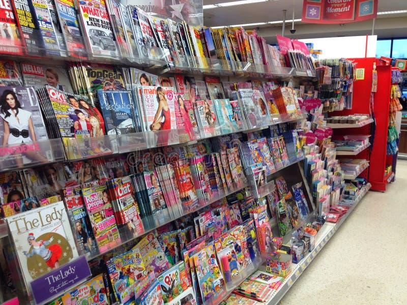 Revistas en una tienda fotos de archivo libres de regalías