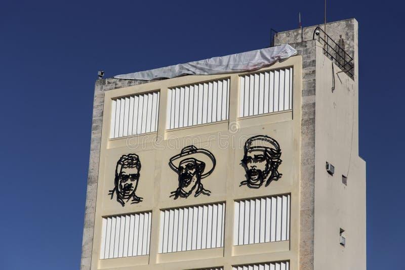 A revolução cubana enfrenta Fidel Castro Che Guevara Cienfuegos Old Building Havana Cuba imagem de stock