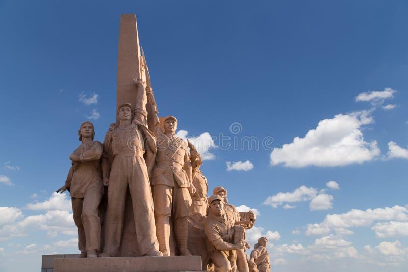 Revolutionäre Statuen am Tiananmen-Platz in Peking, China lizenzfreies stockbild