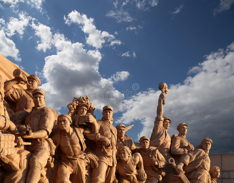 Revolutionäre Statuen am Tiananmen-Platz in Peking, China lizenzfreies stockfoto