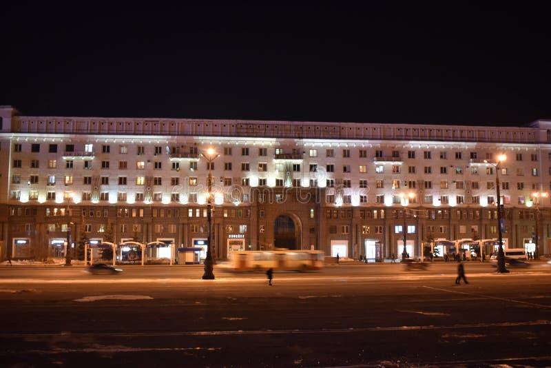 Revolutionsquadrat nachts in Tscheljabinsk stockfoto