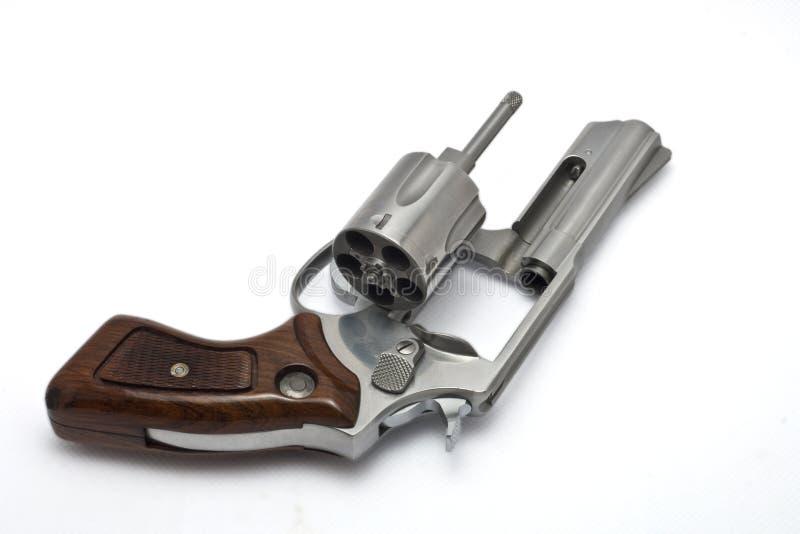 Revolver argenté sur le fond blanc photographie stock libre de droits