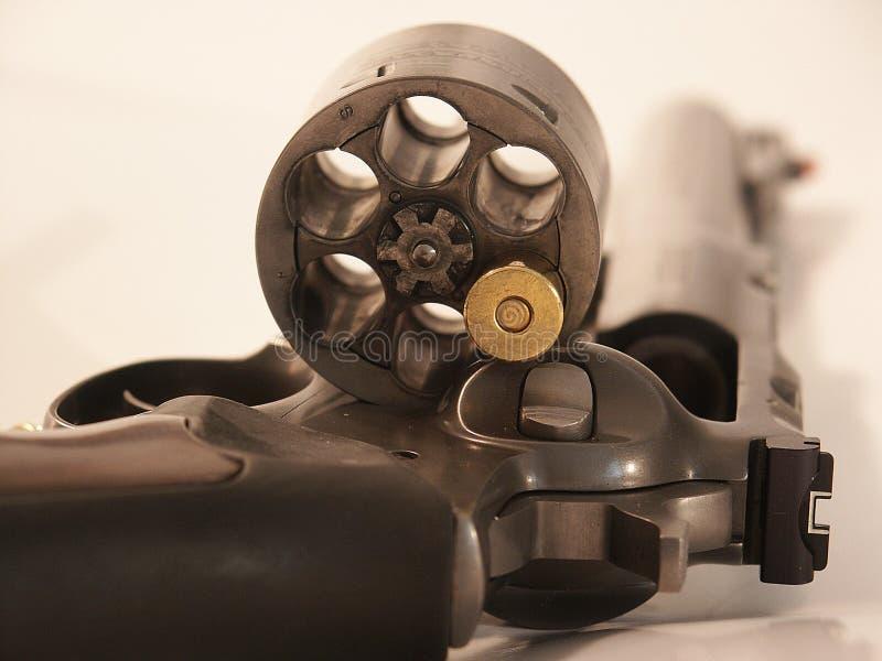 Download Revolver con il richiamo fotografia stock. Immagine di cavo - 206600
