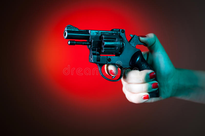 Revolver en main image libre de droits