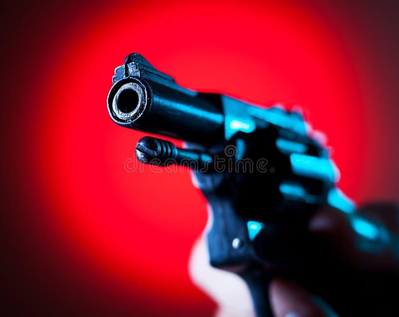 Revolver en main photos libres de droits
