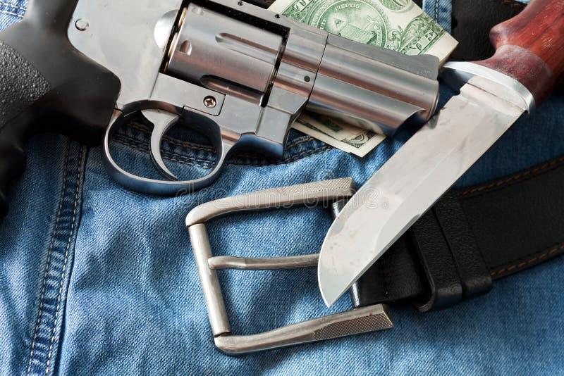 Revolver et couteau photo libre de droits
