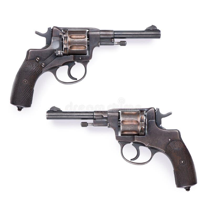 Revolver militaire sur le blanc photographie stock