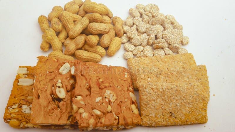 Rewari, арахисы и еда lahori фестиваля gajaks индийская стоковая фотография rf