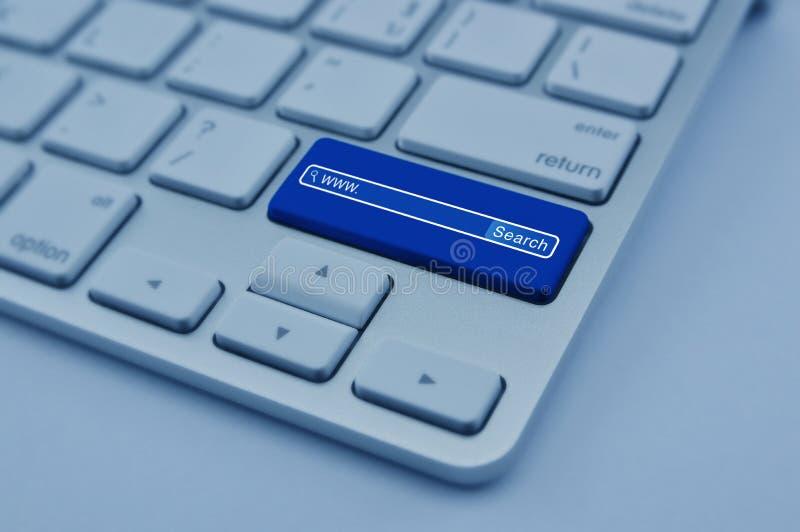 Rewizi Www ikona na nowożytnym komputerowej klawiatury guziku, Szukać sy zdjęcie stock