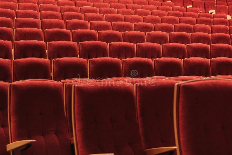 Rewolucjonistek krzesła w audytorium przy koncertem zdjęcia royalty free
