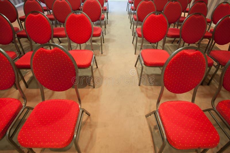 Rewolucjonistek krzesła w sala konferencyjnej zdjęcie stock