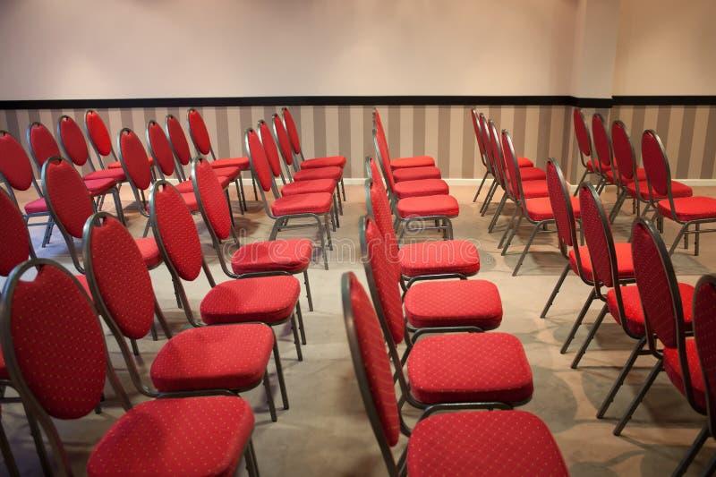 Rewolucjonistek krzesła w sala konferencyjnej fotografia royalty free