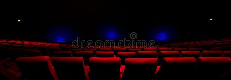 Rewolucjonistek siedzenia w Theatre zdjęcie stock