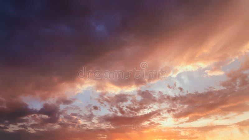 Rewolucjonistka chmurnieje w wieczór niebie fotografia stock