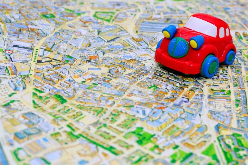 Download Rewolucjonistka Zabawkarski Samochód Na Mapie Zdjęcie Stock - Obraz złożonej z droga, autobahn: 28972338