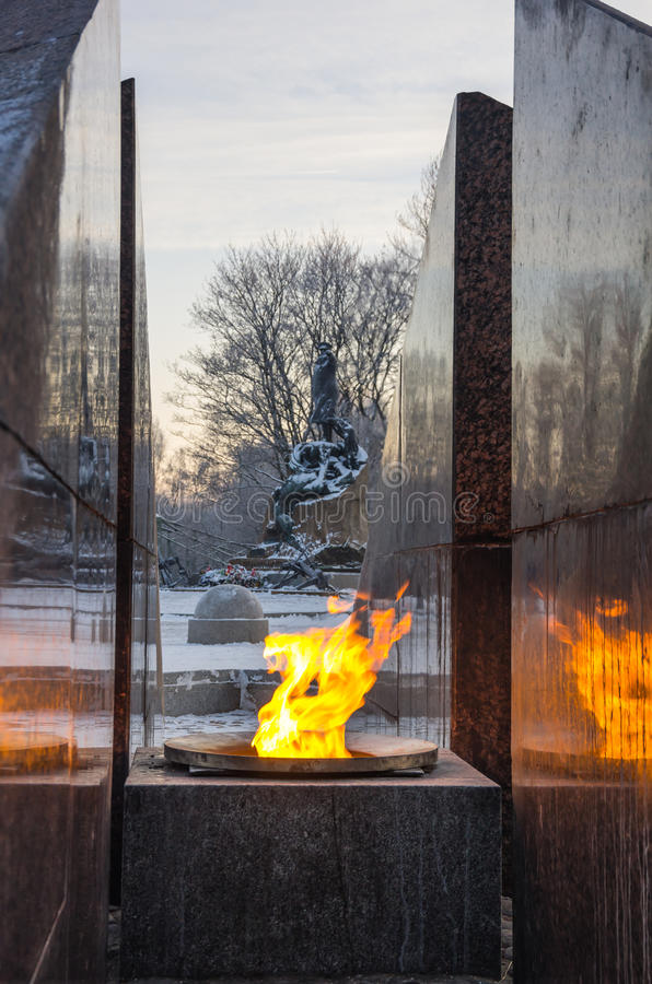Rewolucyjny pomnik - quenchless płomień zdjęcie royalty free